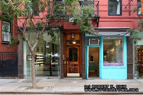york city chinatown storefronts mott street