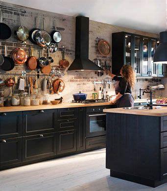 cuisine bistrot ikea cuisine avec faces de tiroir et portes brun noir et portes