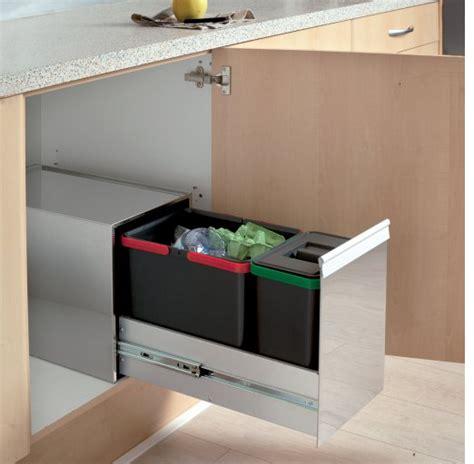 poubelle cuisine coulissante sous evier poubelles à tri sélectif de cuisine coulissante ou en inox