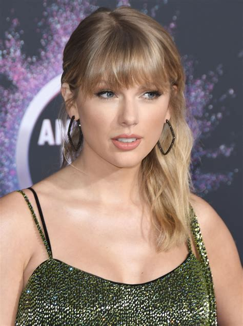 Taylor Swift's Sexiest Pictures from American Music Awards ...