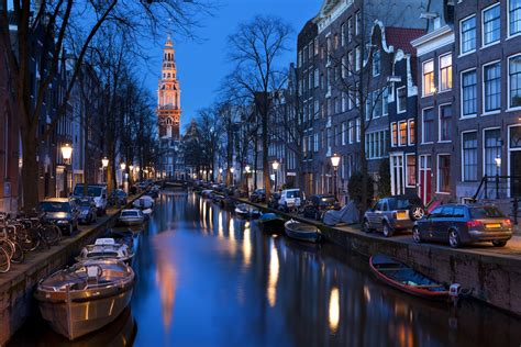 winter   perfect time  visit amsterdam spectator life