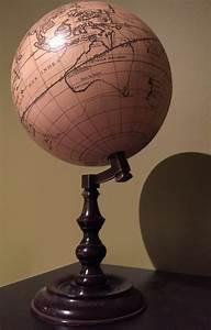 Globe Terrestre Sur Pied :  ~ Teatrodelosmanantiales.com Idées de Décoration
