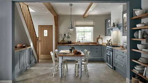 shaker kitchen layouts howdens joinery