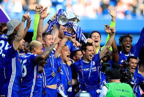 Chelsea lift the Premier League trophy once again