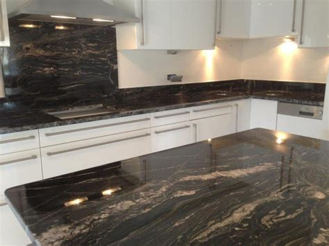 cuisine granit noir plan de cuisine granit cuisines en marbre quartz