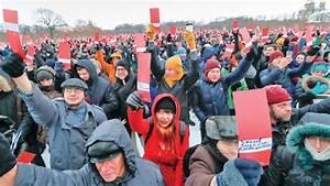 Thousands endorse Alexei Navalny to challenge Putin ...