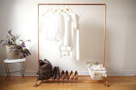 kleiderstange statt kleiderschrank ideen fuer modeliebhaber