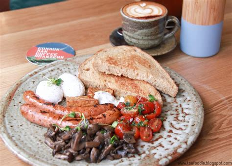 Common man coffee roasters is a genius of a café, offering their loyal customers a range of house blends to suit every mood. Common Man Coffee Roasters @ TTDI - Tee Foodie