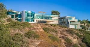 razor house  extraordinary clifftop home  la