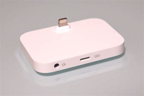iphone lighting dock review apple s iphone lightning dock plays with