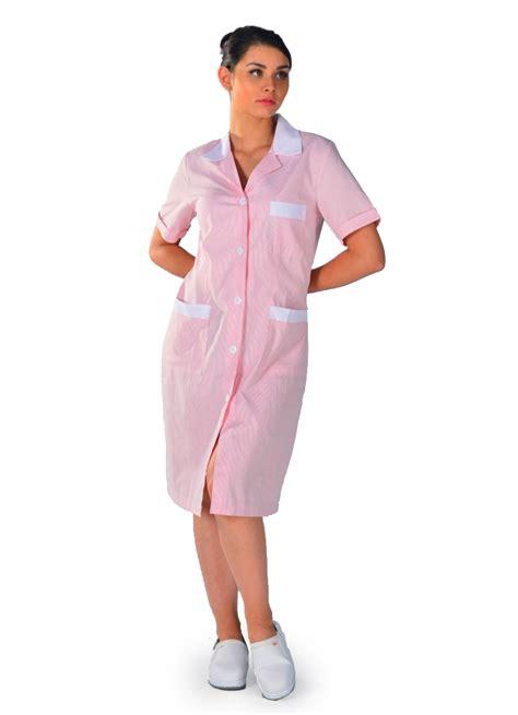 d馮lacer en cuisine femme en blouse de travail lace henley blouse