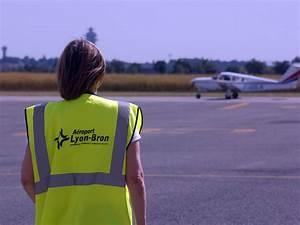 Darty Lyon Bron : le jet priv percute un oiseau et se pose en catastrophe bron ~ Medecine-chirurgie-esthetiques.com Avis de Voitures