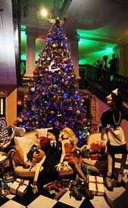 Alber Elbaz launches his Christmas tree at Claridge's ...