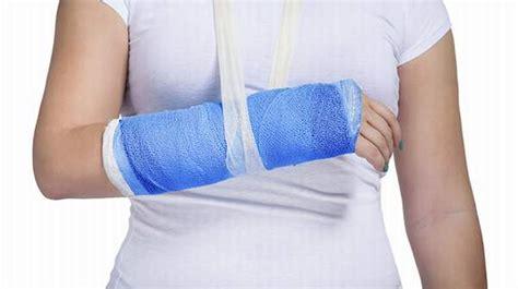 Broken Arm: Symptoms, Diagnosis and Treatment