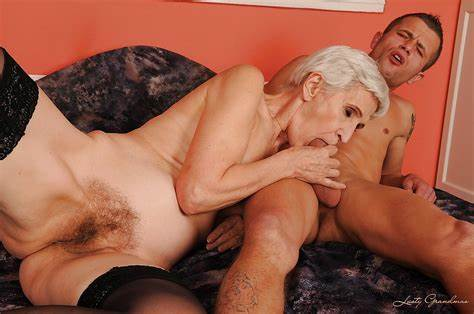 Tender Short Hair Old Gives Licking With Orgasm