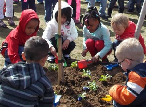 meadowood students celebrate earth day schools 136 | Earth Day Celebration