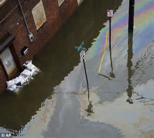 Hurricane Sandy pictures: National Guard moves into flood