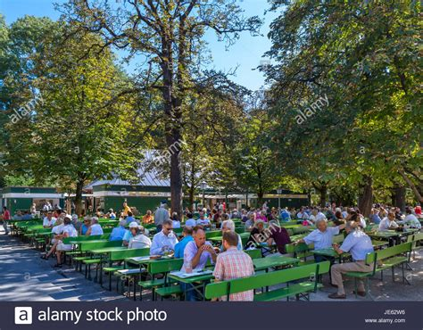 Beer Garden Stockfotos & Beer Garden Bilder Alamy