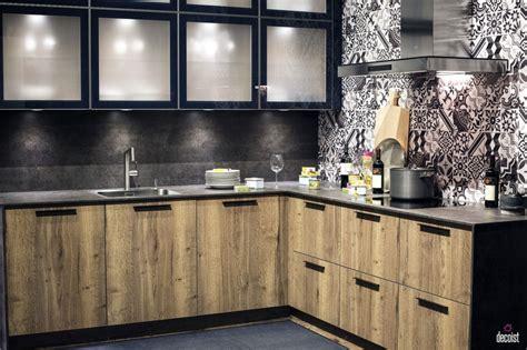 agencer sa cuisine sur un mur pour gagner de l espace
