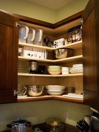 Easy Reach Upper Cabinet: I can see everything I need when