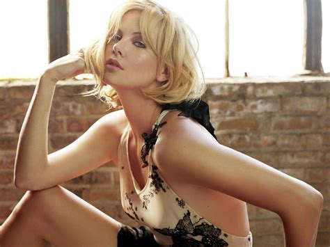 Hollywood Charlize Theron New And Latest Hot Images Gallery