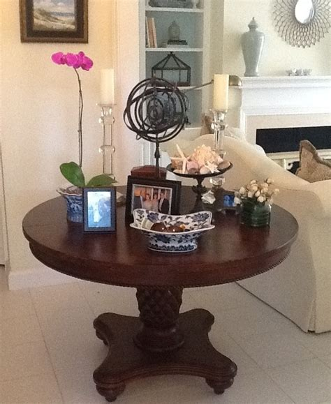 chris madden dining table i 39 ve posted a number of pictures of the pineapple table i