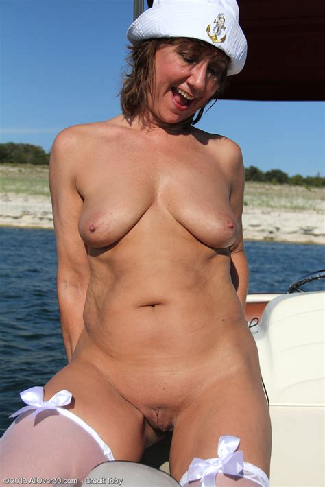 Yo Milf Out On Her Boat Pichunter