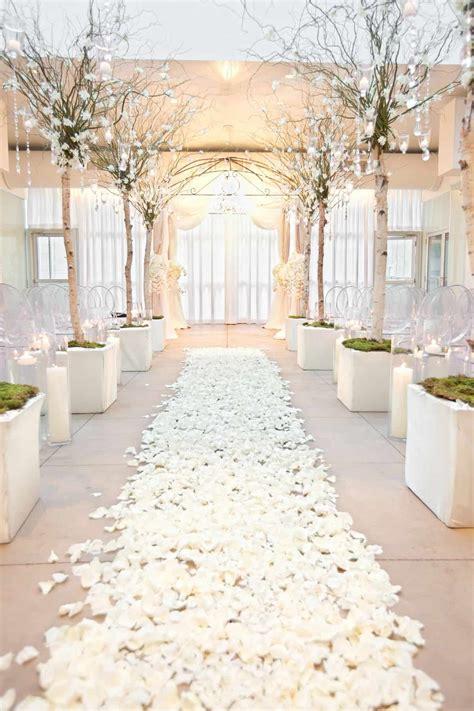winter wedding themes   cute wedding ideas