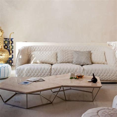 canapé orientale moderne indogate decoration salon noir blanc fushia pour tapis