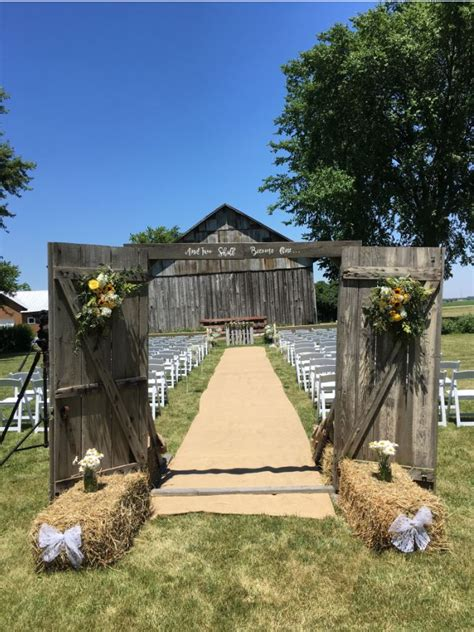 koelsch farm homestead metamora  rustic wedding guide