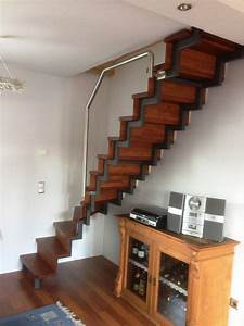 Stahltreppe Mit Holzstufen : pulverbeschichtete stahltreppe mit edelstahl handlauf und ~ Michelbontemps.com Haus und Dekorationen