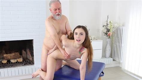 Old Man Comes To Get His Body Massaged By Porno Videos Hub