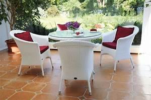 Tisch Rund Weiß : zebra tisch rund 90 mary esstisch alu polyrattan glas art jardin ~ Markanthonyermac.com Haus und Dekorationen