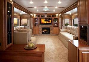 Fifth Wheel with Front Kitchen