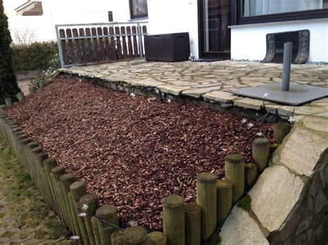 hang befestigen beton vorhandener terrasse zu gro 223 er holzterrasse erweitern garten bauen holz
