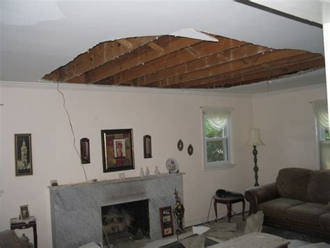 spontaneous plasterboard ceiling collapses  wa warning