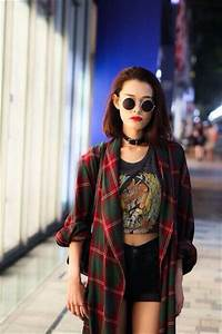 """How to Pull Off """"90s Grunge"""" 