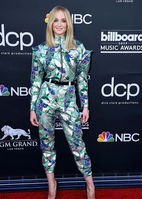 2019 Billboard Awards Red Carpet: What They're Wearing ...