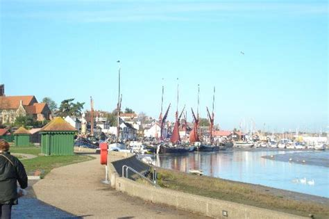 view  harbour picture  promenade park maldon