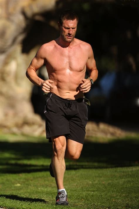 aaron eckhart workout routine aaron eckhart workout