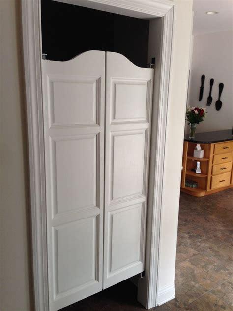 arch top raised panel saloon doors   cafe door