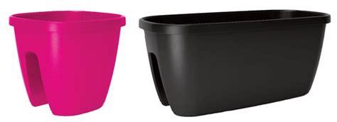 vasi da ringhiera vasi da ringhiera con riserva d acqua fai da te in giardino