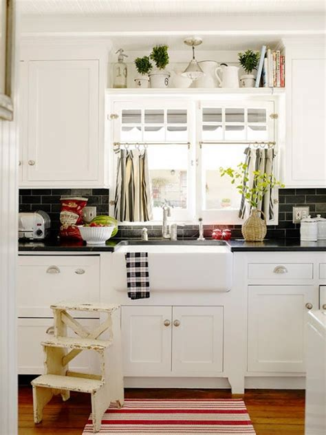 pictures of kitchen backsplashes 24 best white shaker kitchens images on white 4205