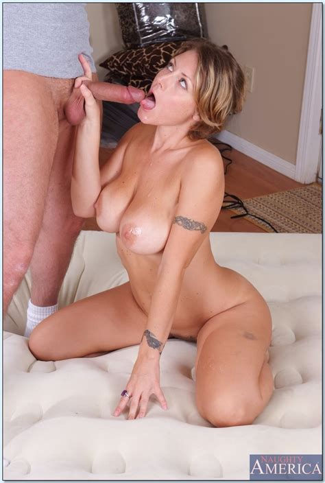 Sexy Milf With Huge Tits Velicity Von Trying Out New