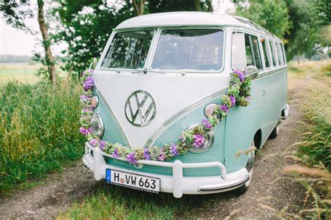 vw bulli deko hochzeit am see mit vw bulli christin lange hochzeitsblog the wedding corner