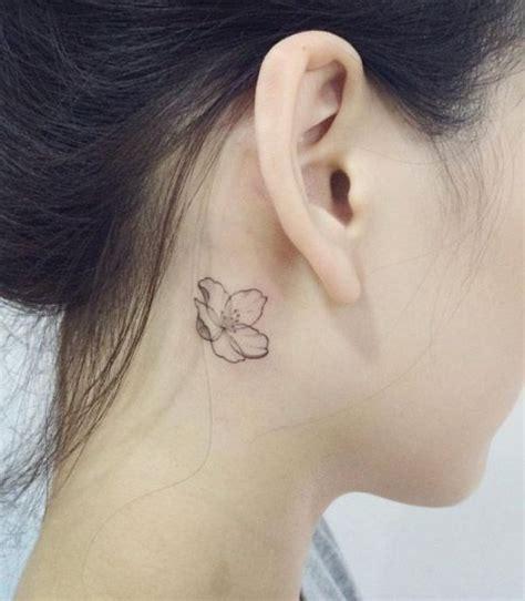 tatouage derriere oreille tatouage derri 232 re l oreille lotus 20 id 233 es de tatouages derri 232 re l oreille jolis et discrets