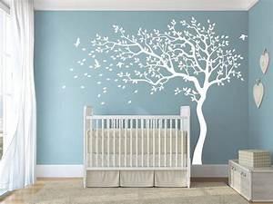 Babyzimmer Junge Wandgestaltung : wei baby kinderzimmer baum wandtattoos wandtattoo pinterest vinyl w nde und produkte ~ Sanjose-hotels-ca.com Haus und Dekorationen