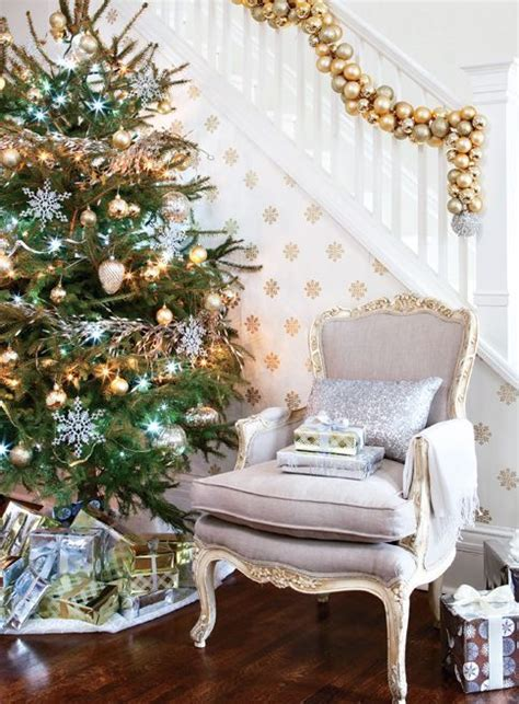 refined gold  white christmas decor ideas digsdigs