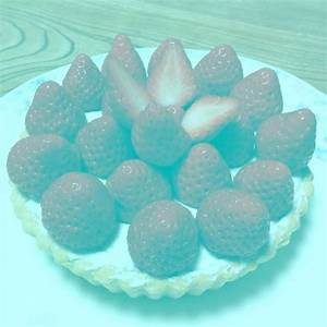Strawberries are not red picture is an optical illusion ...