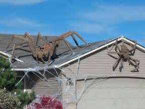 25 outdoor decorations that will definitely make the neighbors scream spiders